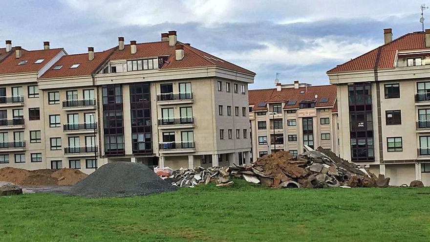 Denuncian un depósito de escombros en una finca municipal de Lalín