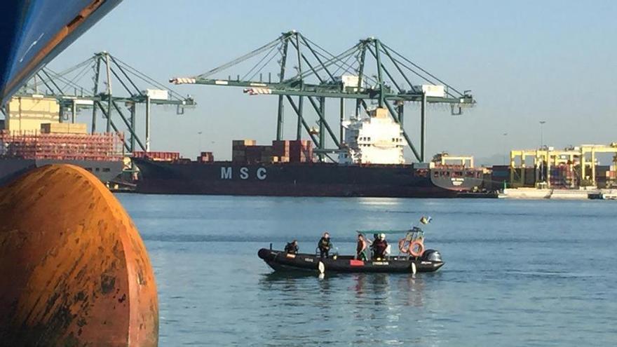 Fallecen asfixiados dos polizones en un barco de Argelia fondeado en Valencia