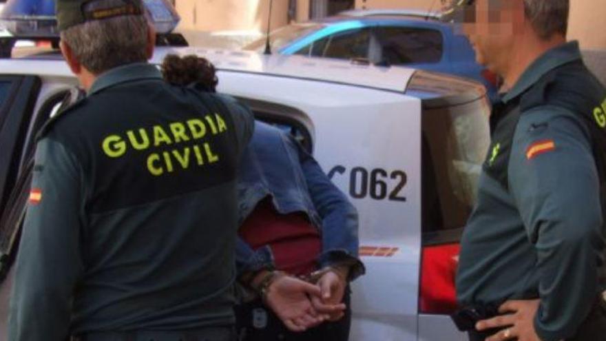 Detinguda una jove de 19 anys per abandonar un nadó en una casa abandonada