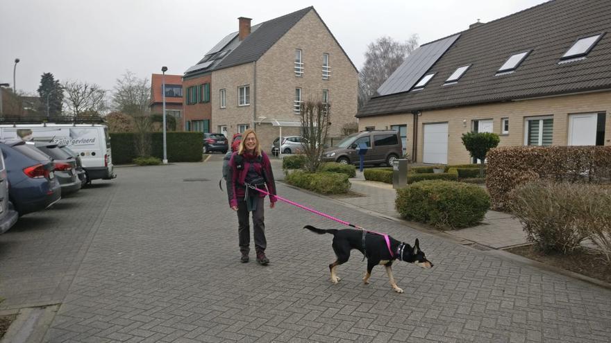 Annie inicia sus 1.500 kilómetros a pie hacia Estivella