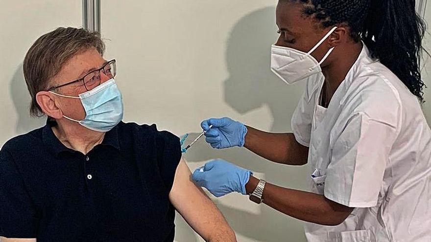 Ximo Puig recibió ayer la primera dosis de AstraZeneca. | INFORMACIÓN