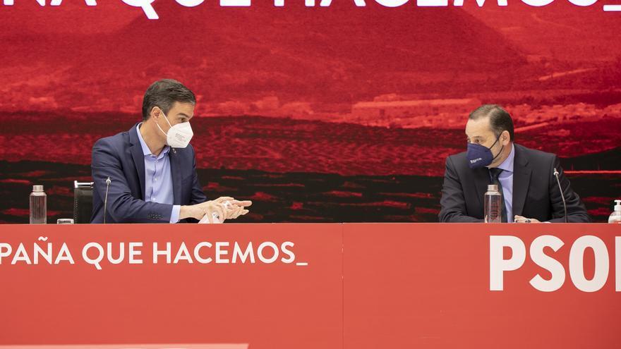 Sánchez admite fallos en la estrategia socialista, pero achaca el mal resultado electoral a la pandemia