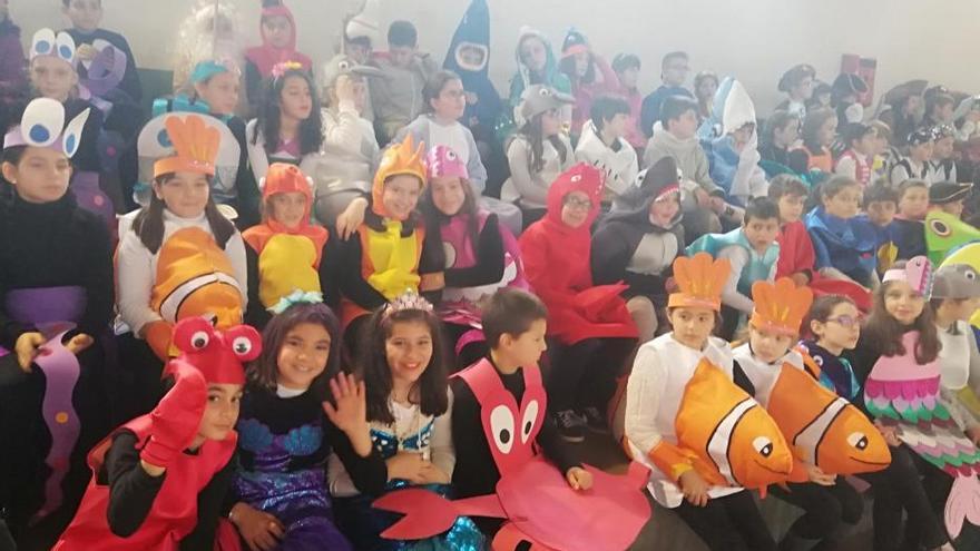 El Carnaval llena de color los colegios de Tabeirós-Montes