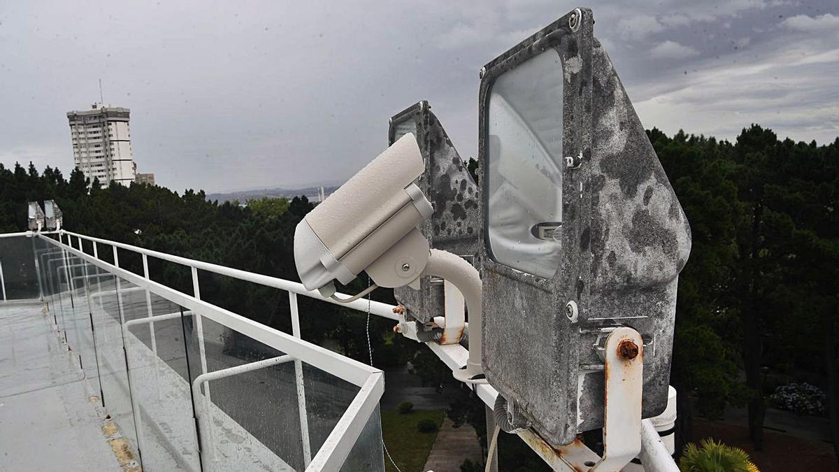 La cámara que vigila el cielo, instalada en la Casa de las Ciencias.