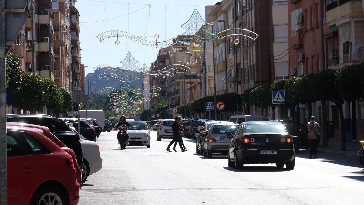 La avenida de Madrid delimita los términos municipales de Petrer y Elda.
