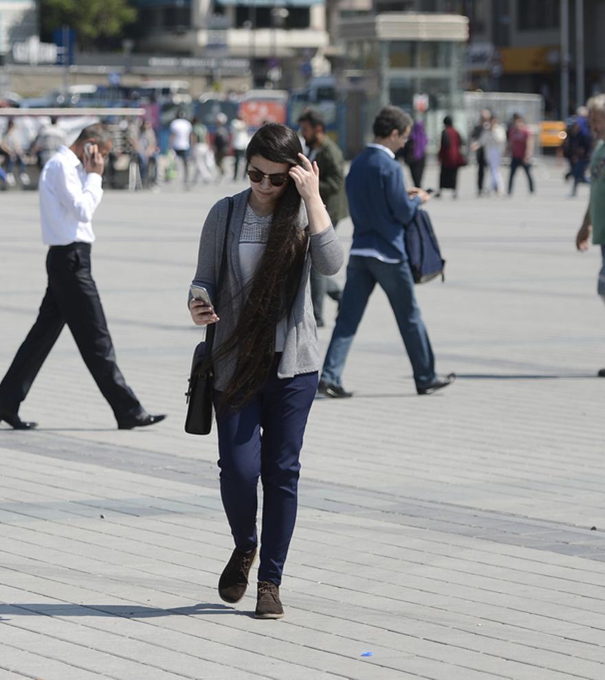 Google te recordará que levantes la cabeza del móvil cuando caminas por la calle