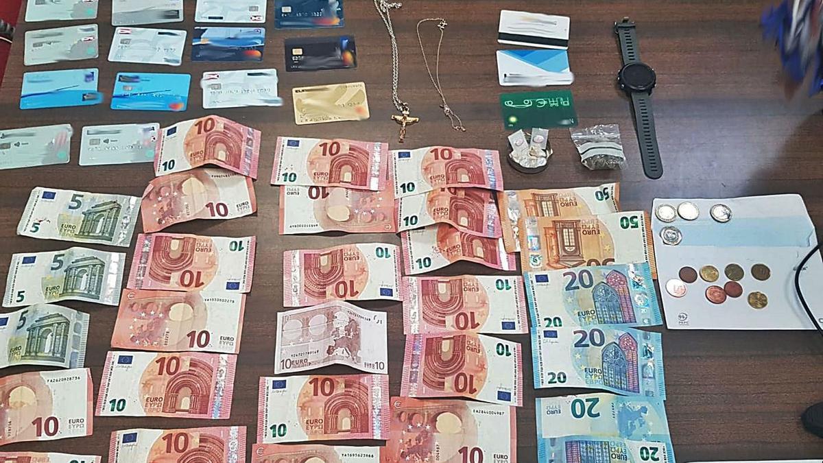 Dinero, joyas y tarjetas de crédito robados a los clientes de un hotel de Alcúdia.