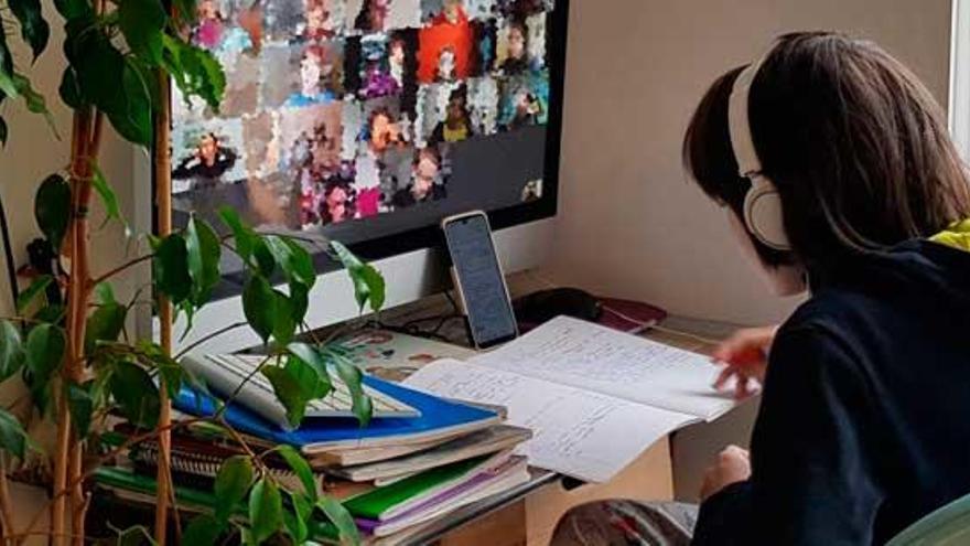 Los centros educativos de Galicia diseñarán horarios de clase online que activarán en caso de cuarentenas