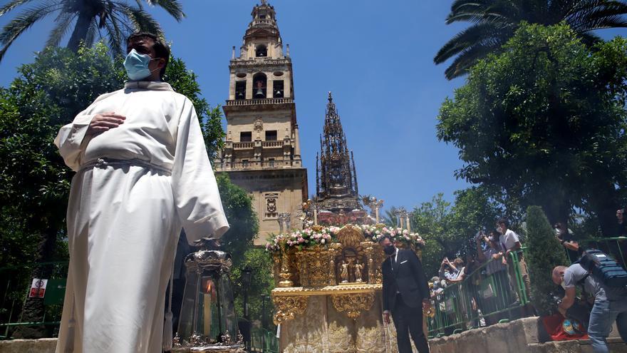 El Patio de los Naranjos se engalana para recibir el Corpus Christi