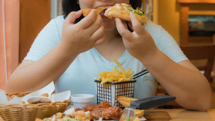 Comer menos alarga la vida