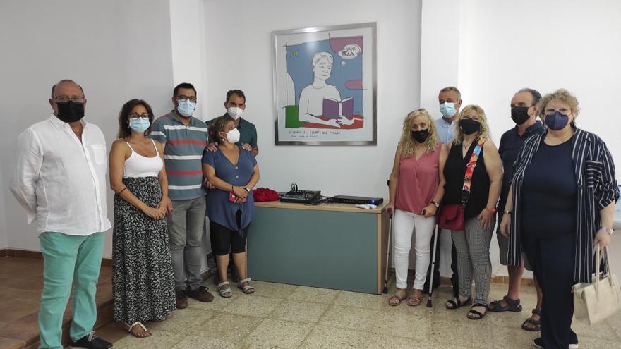 IU Málaga homenajea a Encarni Romero con la inauguración de la sala de prensa que lleva su nombre