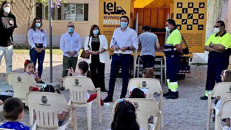 San Javier celebra el Día del Reciclaje con los alumnos del CEIP El Mirador y el ecoparque móvil