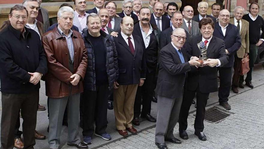 """El exnotario Ángel Torres recibe el homenaje de """"Puente de Mando"""""""