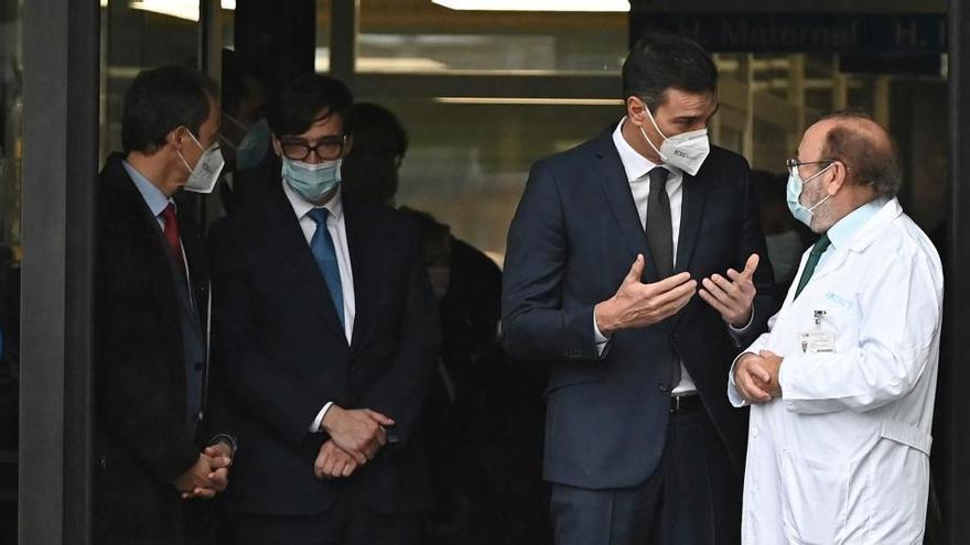 Críticas de Madrid y abucheos en la visita de Sánchez e Illa al Hospital de La Paz