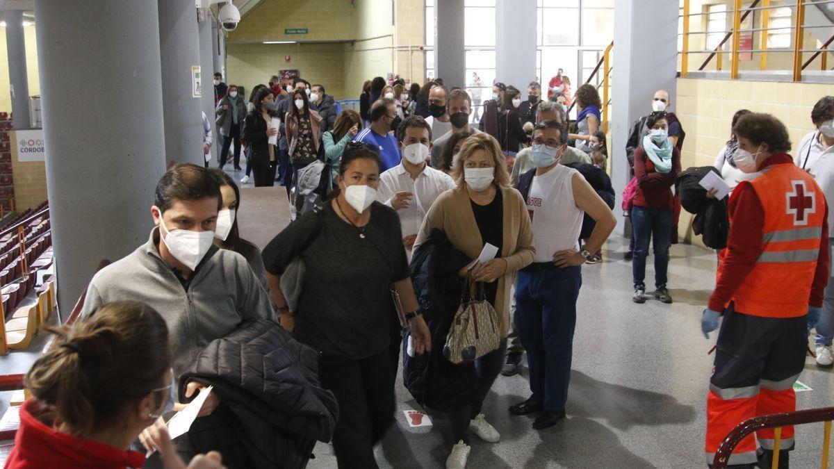 Vacunación de profesores en febrero en el pabellón Vista Alegre de Córdoba.