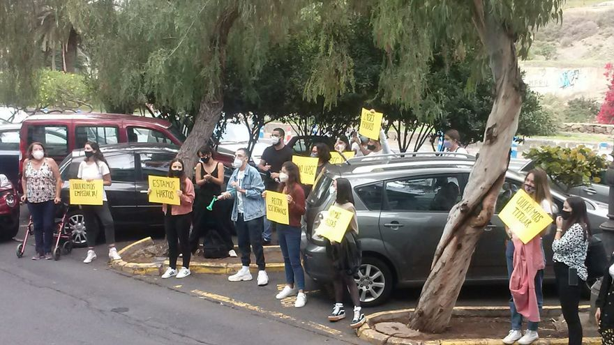 Estudiantes de arquitectura protestan ante el Rectorado de la ULPGC