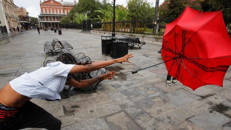 El huracán Barry se debilita y llega a Luisiana como tormenta tropical