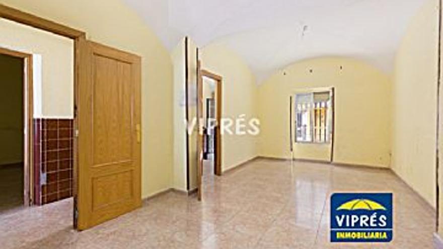 130.000 € Venta de casa en Centro, Casco Antiguo (Cáceres) 119 m2, 3 habitaciones, 1 baño, 1.092 €/m2...