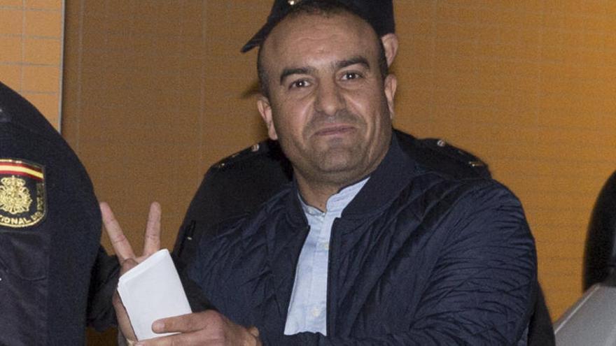 La devolución a Argelia del asesino de su expareja hace diez años en Alicante se paraliza al pedir asilo
