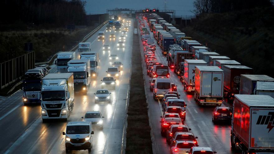 No cojas el coche a estas horas en verano: la DGT aclara las peores horas para viajar