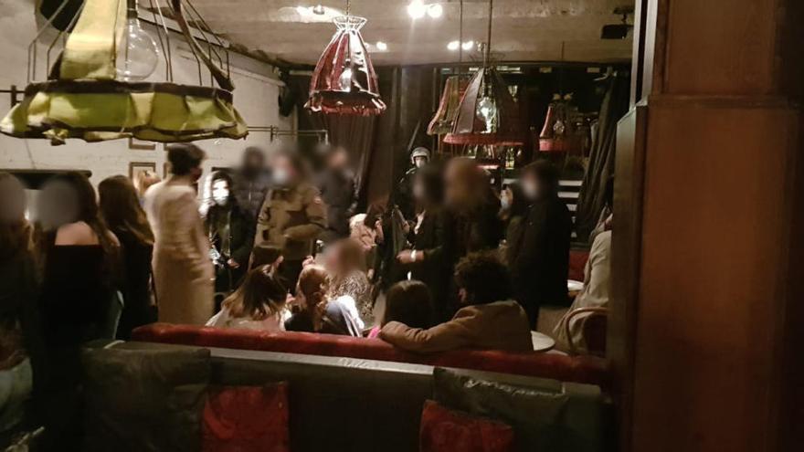 La Guardia Urbana desaloja a más de sesenta personas de una fiesta en Barcelona