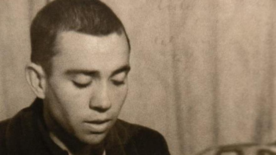 Puig censura la retirada de los versos de Miguel Hernández del memorial de La Almudena
