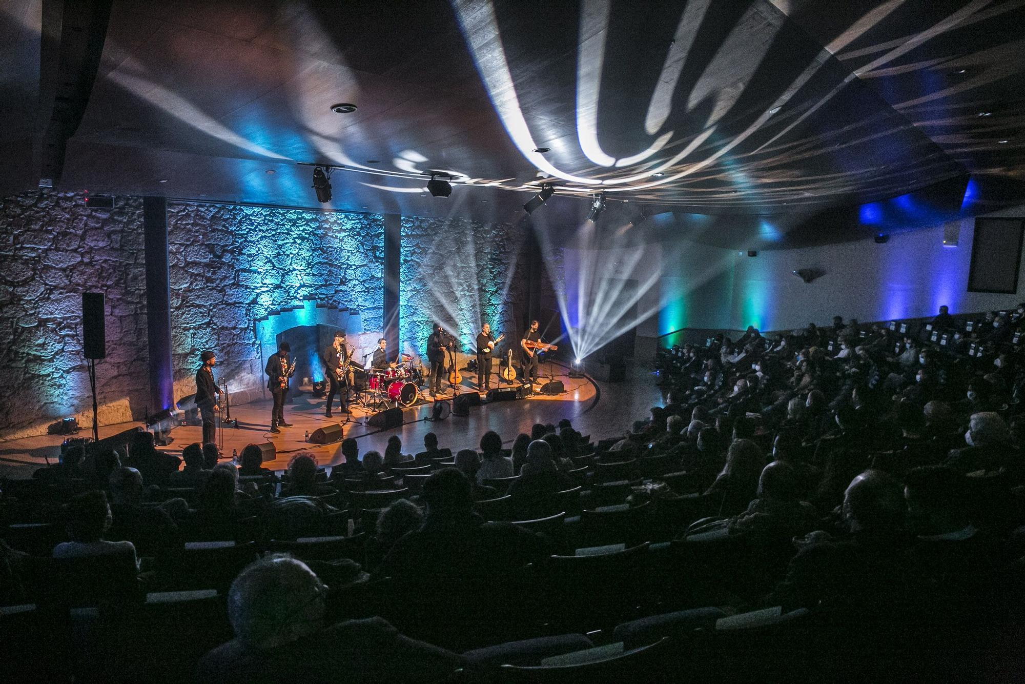 Concierto inaugural de los actos del Xacobeo, concierto del grupo La Bazanca