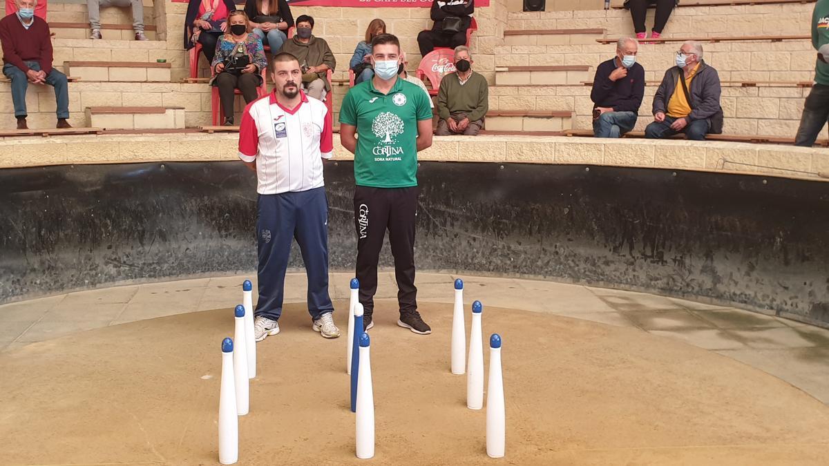 Alejandro Nuño, a la izquierda, y Pedro Blanco, antes de la final de esta mañana en Lugones.