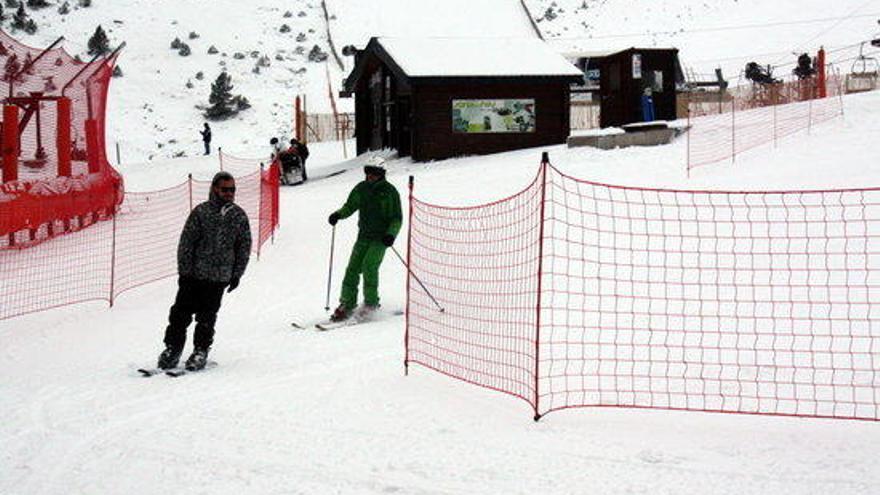 La Molina i Vallter 2000 reben els primers esquiadors amb la vista posada al pont