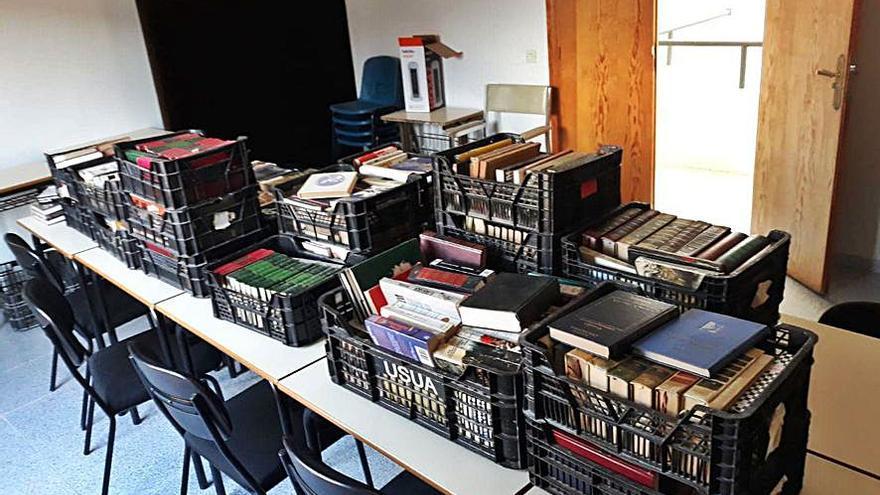 El Perdigón ultima su biblioteca con más de 2.000 libros donados