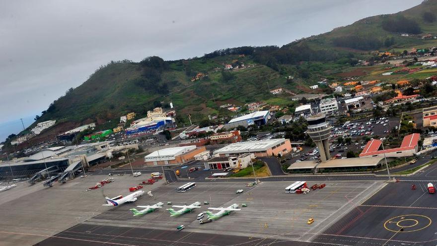 Susto en Los Rodeos: un avión frustra su despegue ante el aterrizaje de otro