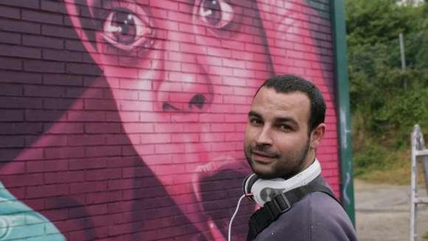 Cinco de los mejores grafiteros de Galicia se unen para decorar el lateral del pabellón Coto Ferreiro