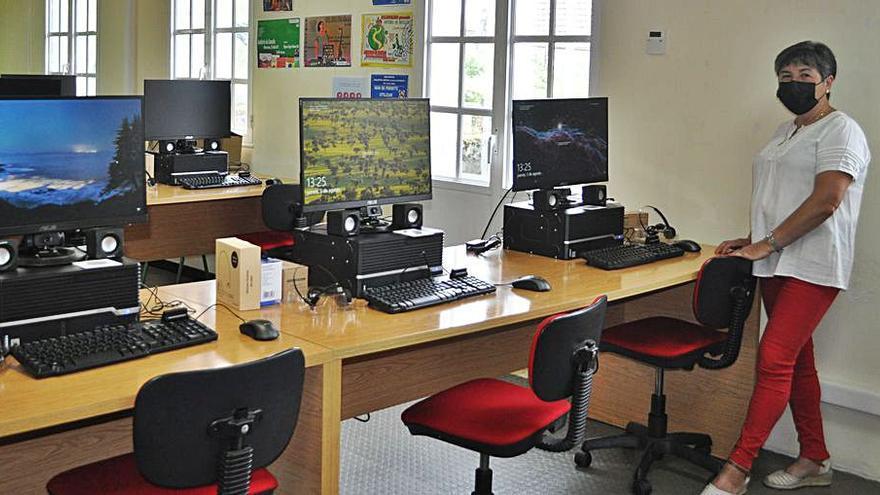 Pazos mejora su biblioteca con 12 nuevos ordenadores