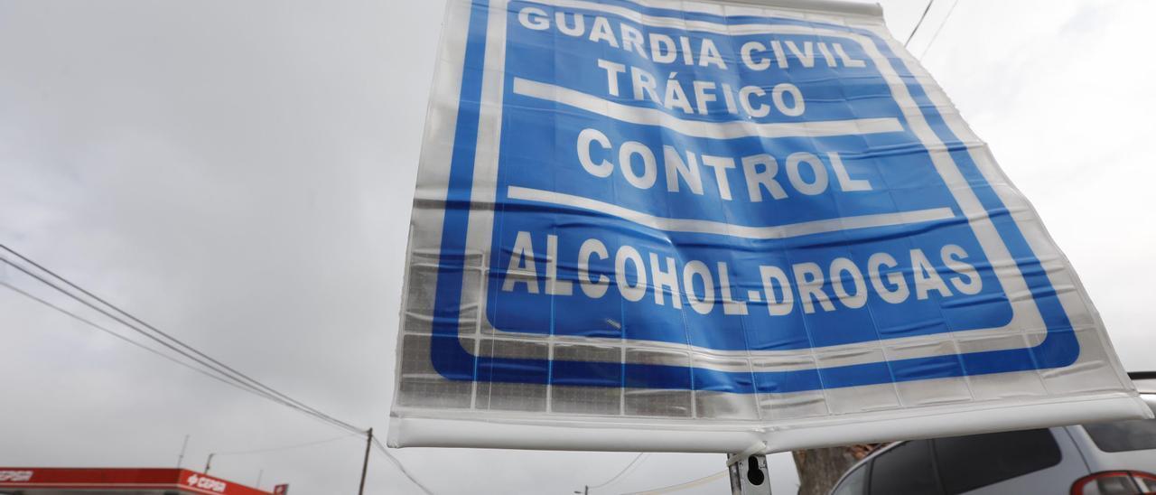 Un control de la Guardia Civil con pruebas de drogas.