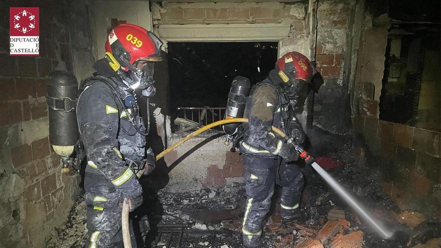 Vídeo | Así ha sido la extinción del incendio de un apartamento de Benicàssim