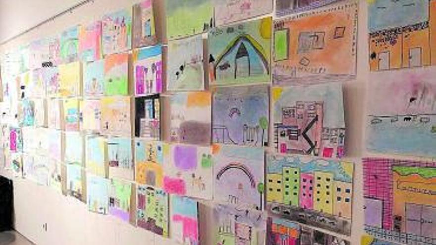 Exposició dels dibuixos del concurs de dibuix infantil de l'AV Plaça Catalunya i Pla Comunitari de la FAVM