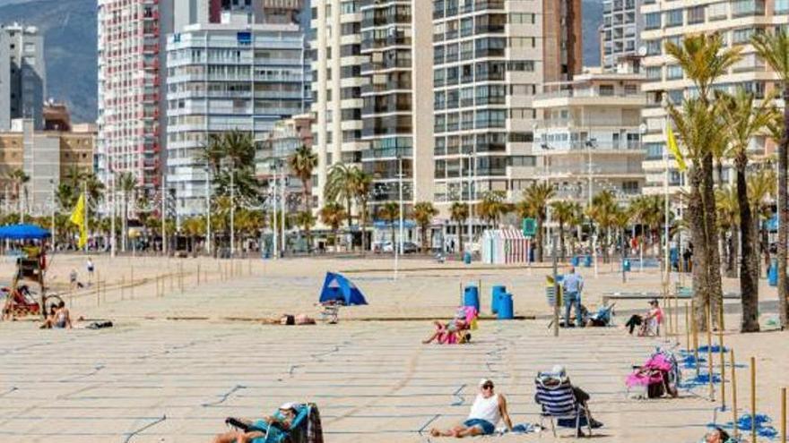 Turismo anima a los españoles a reservar las vacaciones y los hoteles le exigen más vacunas