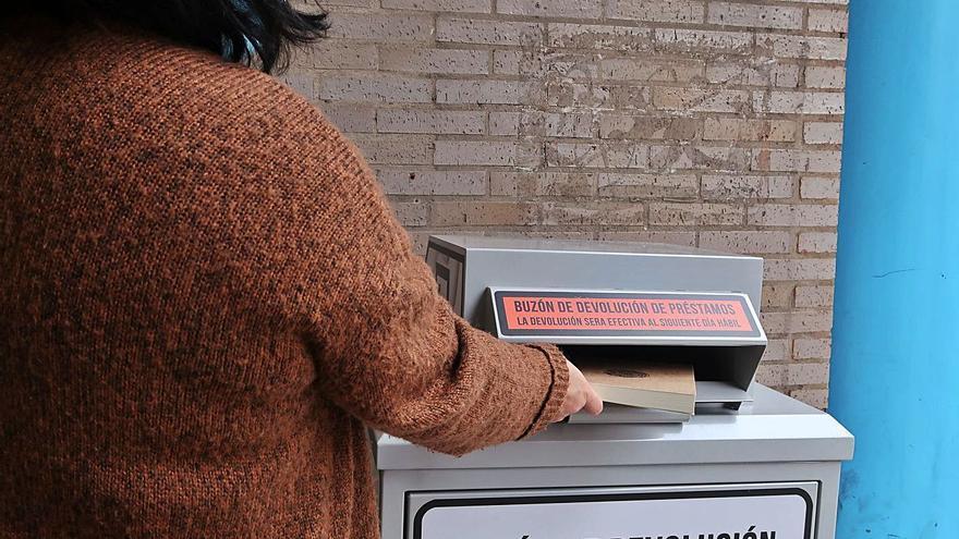 Llanera instala buzones para devolver préstamos de bibliotecas
