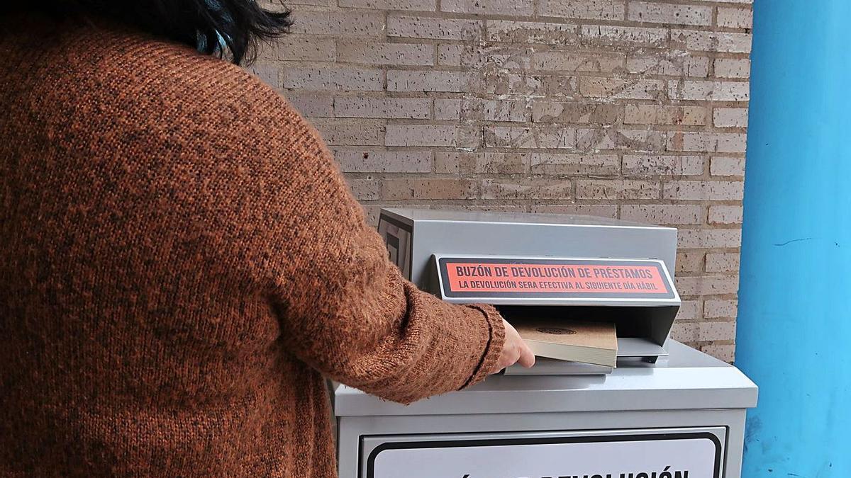 Llanera instala buzones para devolver préstamos de bibliotecas | R. A.I.