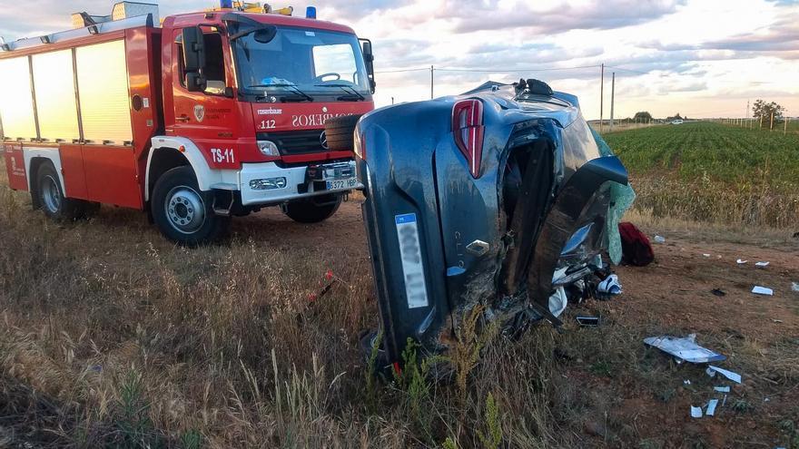 Fallecen dos personas en una colisión lateral de dos vehículos en La Antigua (León)