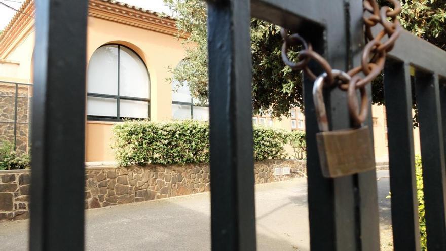 Bàscara proposa la sala per acollir alumnes i traspassa a Educació la «responsabilitat» d'obrir l'escola