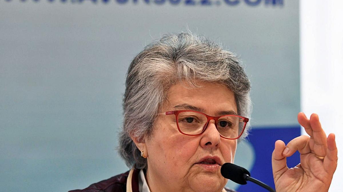 La presidenta de la Asociación de Afectados del Vuelo JK5022, Pilar Vera, tras aprobarse el dictamen en el Congreso.     EFE