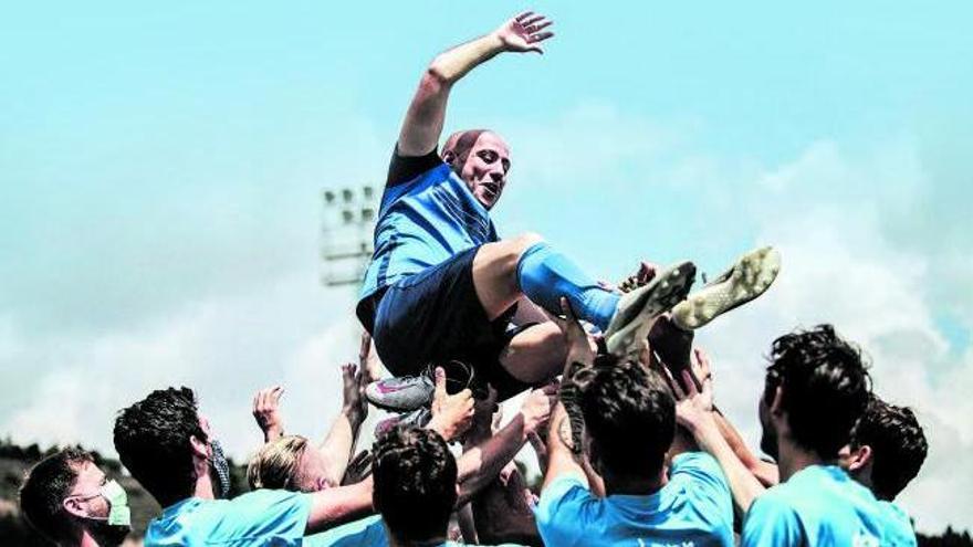 Els blaus van mantejar el capità | MARC DOMINGO SERA