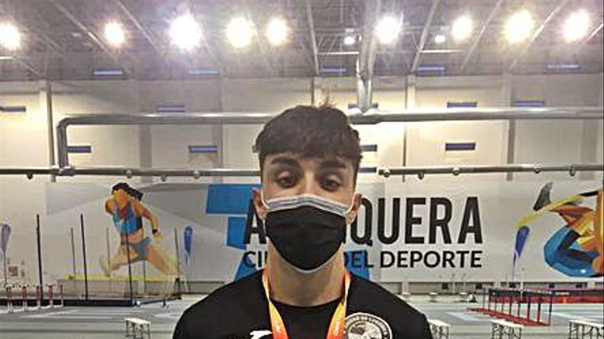 Ignacio Buján, del Ciudad de Lugones, plata en el nacional de pista cubierta