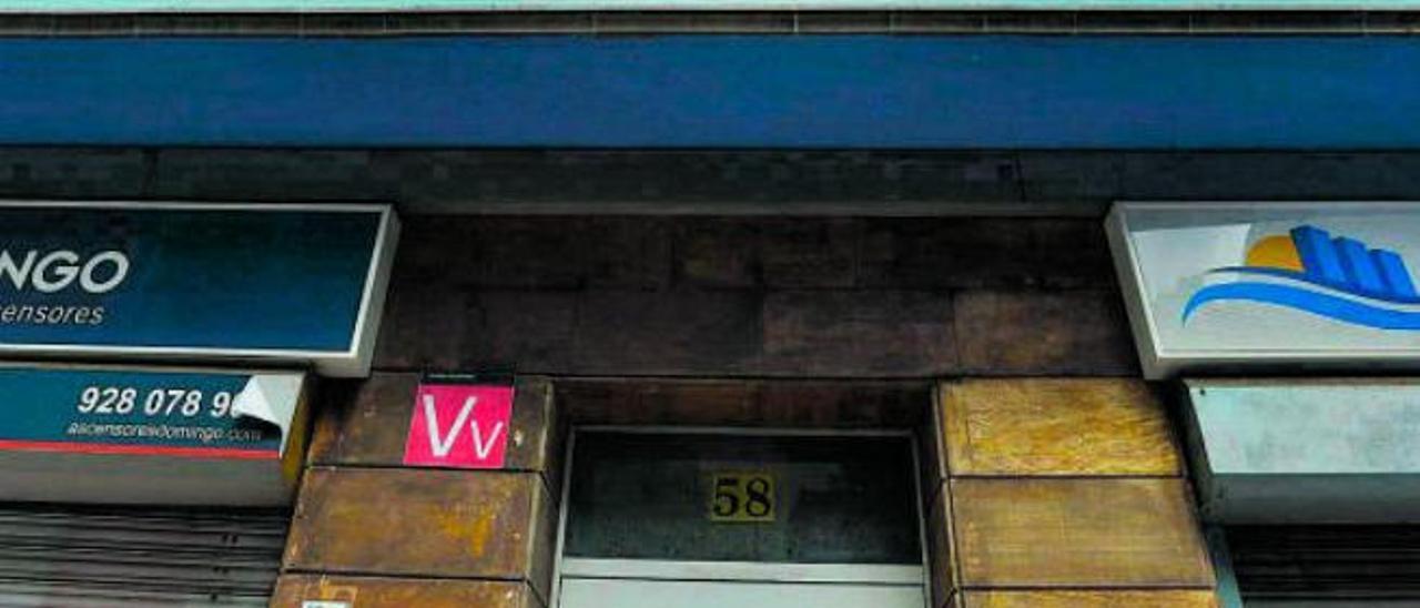 Edificio con una vivienda vacacional en la calle Albareda de la capital grancanaria, zona del Puerto.