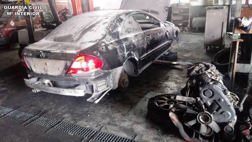 La Guardia Civil desmantela un desguace ilegal en Alicante por el que pasaron 1.800 vehículos