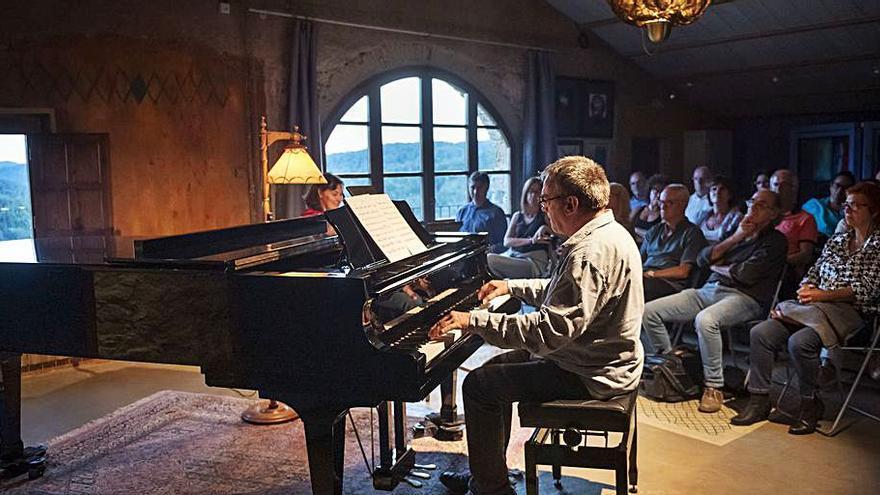 Carles Cases ofereix sis concerts sol al piano a la seva ermita-estudi de Comià