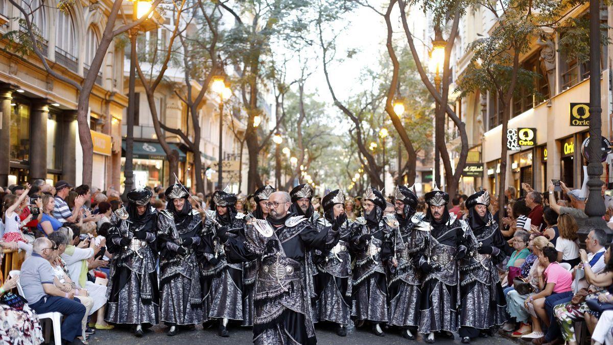 Desfiles de Moros y Cristianos en València con motivo del 9 d'Octubre.