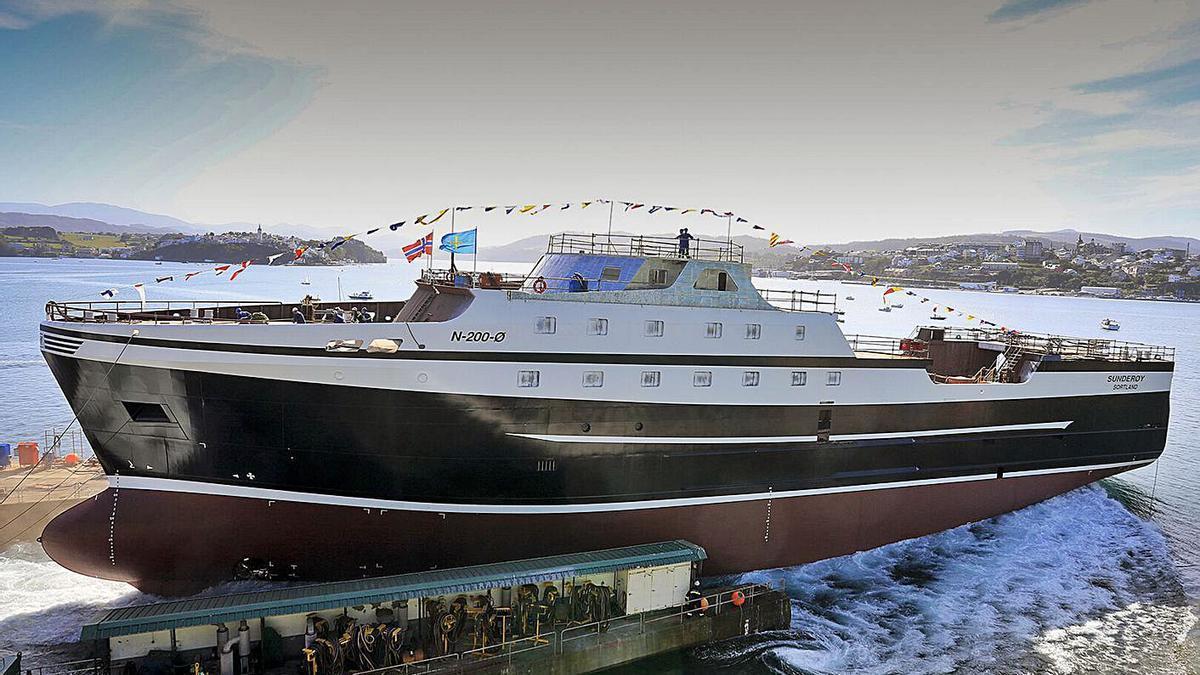 Botadura de un arrastrero-congelador para Noruega en el astillero de Gondán en Figueras.   Gondán