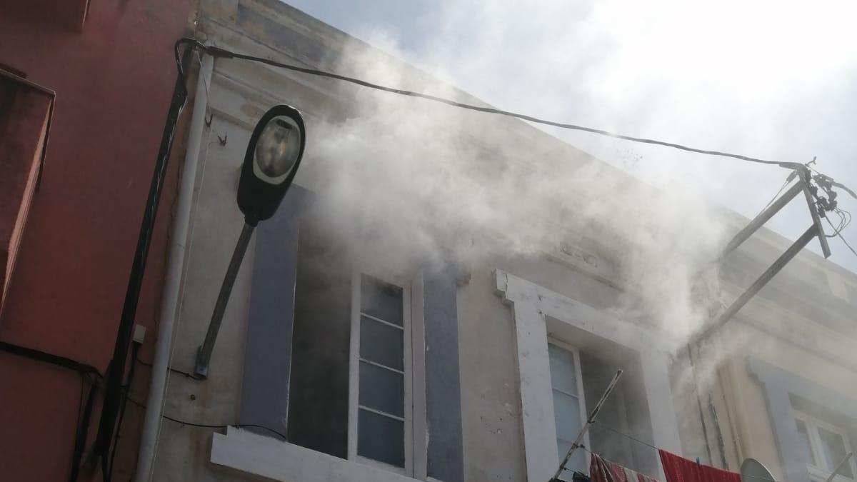 Els Bombers treballant en l'extinció de l'incendi